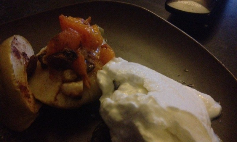 Oven Apple with Nuts and yogurt