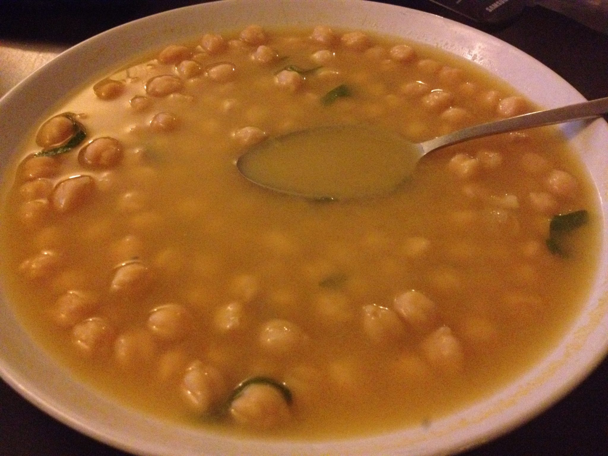 Hot chickpea soup recipe with lemmon