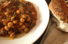 chickpeas with spinach and red sauce