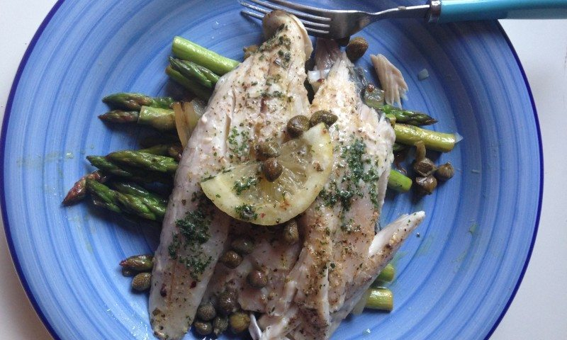 Sea bream with asparagus and capers